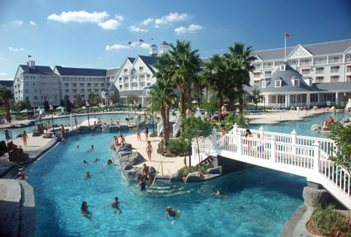 H tel disney 39 s yacht club resort h tel deluxe walt for Club piscine st constant